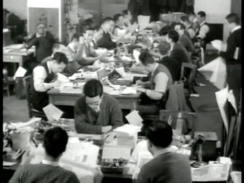 nichinichi press building vs int press room w/ men writing at long tables ms japanese male talking on telephone w/ cigarette in mouth ms two... - 煙草製品点の映像素材/bロール