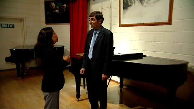vidéos et rushes de nicholas chisholm interview sot - yehudi menuhin