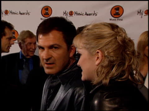 nicholle tom at the my vh-1 music awards entrances at the shrine auditorium in los angeles, california on november 30, 2000. - ニコール トム点の映像素材/bロール