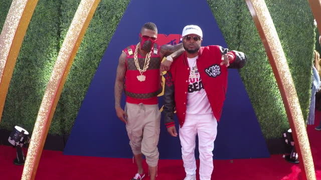 nick cannon and dj dwrek at the 2019 mtv movie tv awards alternative views at barkar hangar on june 15 2019 in santa monica california - mtv点の映像素材/bロール