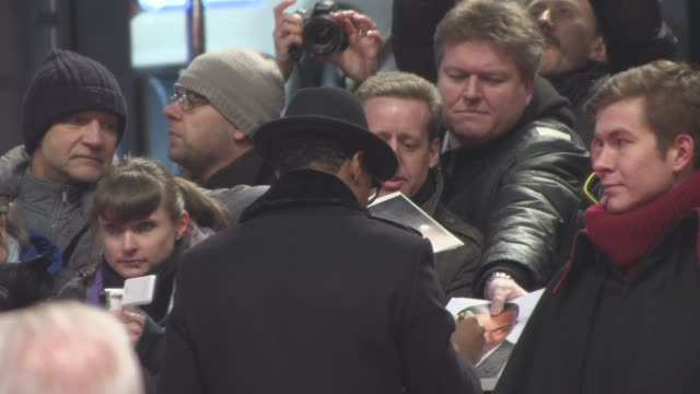 stockvideo's en b-roll-footage met nick cannon at 'chiraq' red carpet 66th berlin international film festival at berlinale palast on february 16 2016 in berlin germany - internationaal filmfestival van berlijn 2016