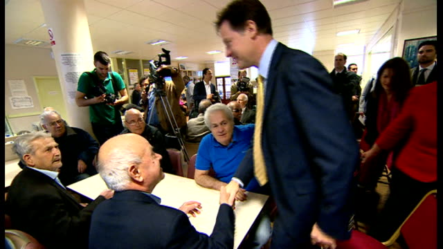 vidéos et rushes de nick clegg interview and visit to cypriot community centre; clegg chatting with cypriot pensioners at table sot / photographers taking pictures /... - centre culturel
