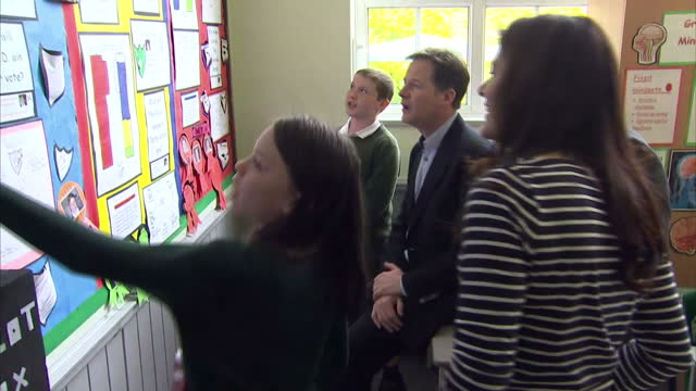 nick clegg & miriam durantez visit ivy lane school in chippenham. shows interior shots schoolchildren showing nick clegg, miriam durantez & duncan... - チッペナム点の映像素材/bロール