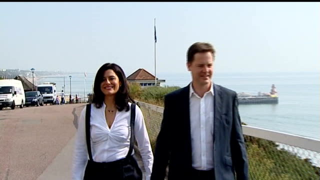 nick clegg mp and wife miriam gonzalez durantez walking towards from beach close shot two seagulls preening themselves nick clegg mp speaking to... - ニック クレッグ点の映像素材/bロール