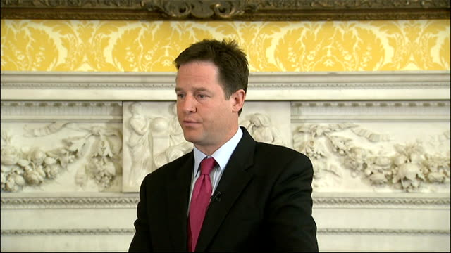nick clegg press conference clegg answering questions sot on bskyb bid whether he believes what david cameron told the house of commons yes no reason... - ユーロ圏債務危機点の映像素材/bロール