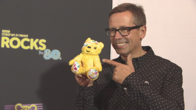 vidéos et rushes de nick herywood at bbc children in need rocks the 80s at sse arena on october 19, 2017 in london, england. - bbc children in need