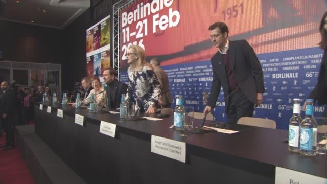 stockvideo's en b-roll-footage met nick james alba rohrwacher lars eidinger meryl streep clive owen malgorzata szumowska brigitte lacombe at international jury press conference 66th... - internationaal filmfestival van berlijn 2016