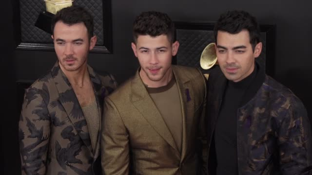 nick jonas, joe jonas and kevin jonas at the 62nd annual grammy awards at staples center on january 26, 2020 in los angeles, california. - brother stock-videos und b-roll-filmmaterial