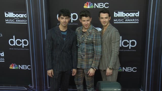 vidéos et rushes de nick jonas kevin jonas and joe jonas at the 2019 billboard music awards at mgm grand garden arena on may 1 2019 in las vegas nevada - billboard music awards