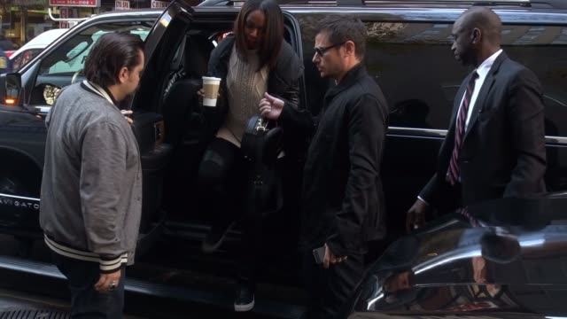 stockvideo's en b-roll-footage met nick lachey arrives at the today show, signs and poses for photos with fans in celebrity sightings in new york, - nick lachey