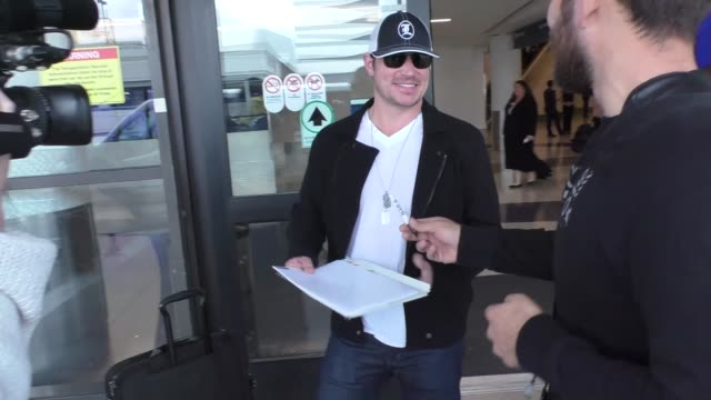 stockvideo's en b-roll-footage met nick lachey arriving at lax airport in los angeles in celebrity sightings in los angeles, - nick lachey