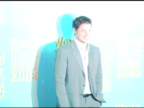 stockvideo's en b-roll-footage met nick lachey at the 2005 world music awards arrivals at the kodak theatre in hollywood, california on september 1, 2005. - nick lachey