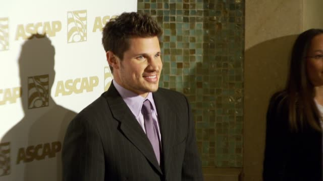 nick lachey at the ascap pop music awards at the kodak theatre in hollywood, california on april 18, 2007. - ニック ラシェイ点の映像素材/bロール