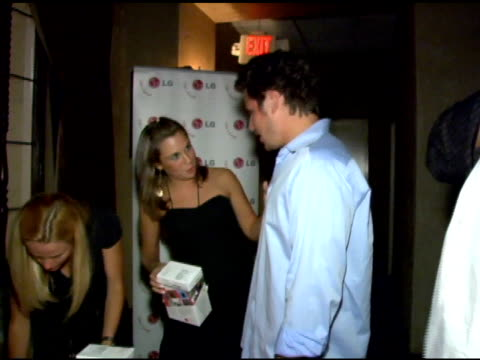 nick lachey at the lg at stuff style awards at the roosevelt hotel in hollywood, california on september 7, 2005. - ニック ラシェイ点の映像素材/bロール