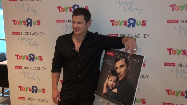 stockvideo's en b-roll-footage met nick lachey at toys 'r' us in new york, ny, on 6/12/13. - nick lachey