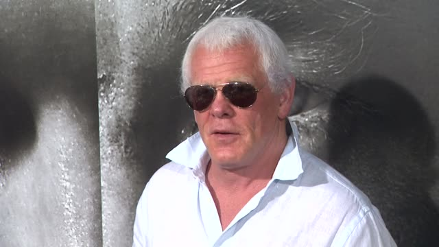 nick nolte at the 'warrior' los angeles premiere at hollywood ca. - nick nolte stock-videos und b-roll-filmmaterial