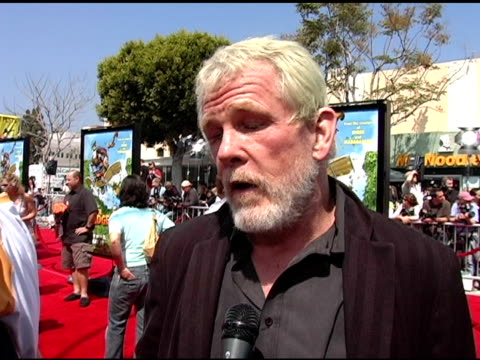 nick nolte on playing a bear in the film, on what he likes about doing computer-animated comedy, on being a home body at the 'over the hedge' los... - nick nolte stock-videos und b-roll-filmmaterial