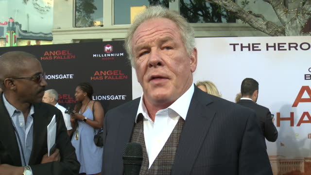 """nick nolte on the film and hype around the summer blockbuster at the """"angel has fallen"""" world premiere on august 20, 2019 in los angeles, california. - nick nolte stock-videos und b-roll-filmmaterial"""