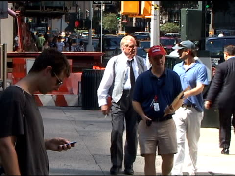 nick nolte on the set of 'arthur' at the celebrity sightings in new york at new york ny. - nick nolte stock-videos und b-roll-filmmaterial