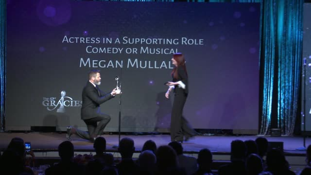 vídeos de stock, filmes e b-roll de speech nick offerman and megan mullally at the 43rd annual gracie awards at the beverly wilshire four seasons hotel on may 22 2018 in beverly hills... - megan mullally