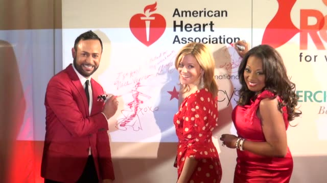 nick verreos, elizabeth banks and star jones at the american heart association's 'go red for women' luncheon in new york on 2/3/2012 - star jones stock-videos und b-roll-filmmaterial