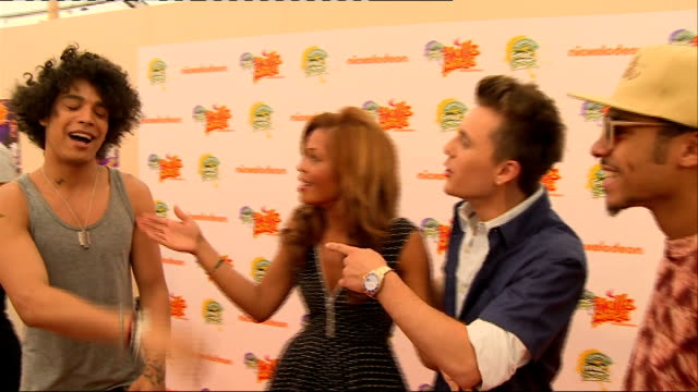 nickelodeon fruit shoot skills awards interviews; luminites posing for press luminites interview sot luminites chatting to press / hello kitty... - nickelodeon stock videos & royalty-free footage