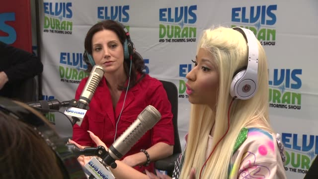 vidéos et rushes de nicki minaj on people criticizing her at nicki minaj visits elvis duran & the morning show on 4/4/2012 in new york, ny, united states. - interview format raw
