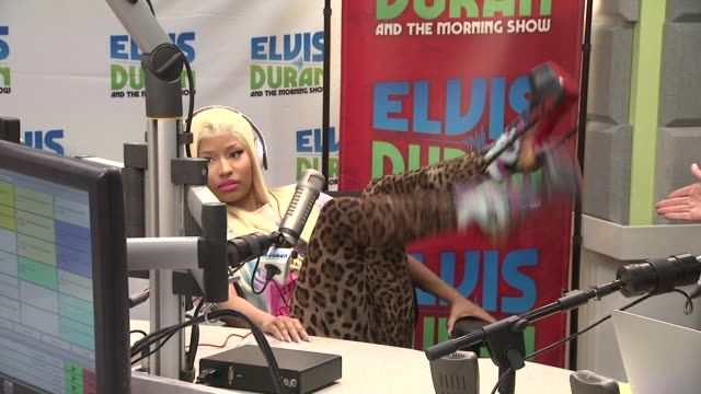 vidéos et rushes de nicki minaj on the boots she is wearing at nicki minaj visits elvis duran the morning show on 4/4/2012 in new york ny united states - interview format raw