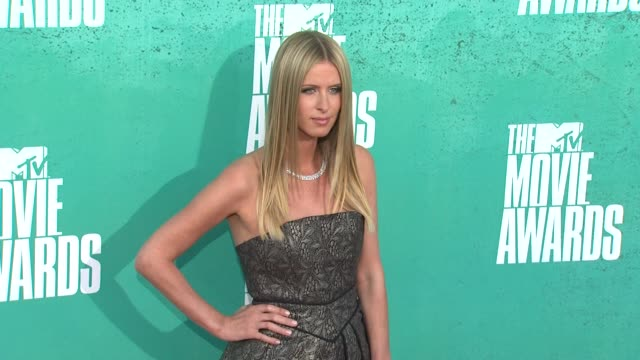 nicky hilton at 2012 mtv movie awards - arrivals at gibson amphitheatre on june 03, 2012 in universal city, california - gibson amphitheatre stock-videos und b-roll-filmmaterial