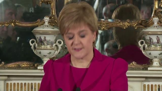stockvideo's en b-roll-footage met nicola sturgeon outlines plans to trigger second scottish independence referendum; scotland: edinburgh: bute house: int **beware flash photograhy**... - piercen