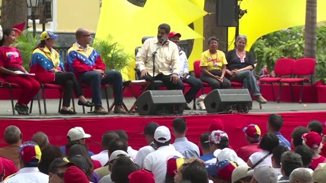 Nicolas Maduro cumplio el martes tres anos como presidente de Venezuela la mitad de su mandato en medio de una campana de la oposicion para convocar...