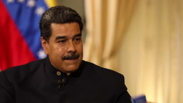 nicolas maduro saying the venezuelan armed forces are loyal to him and that he inherited a certain level of relationship from hugo chavez - ウゴ・チャベス点の映像素材/bロール