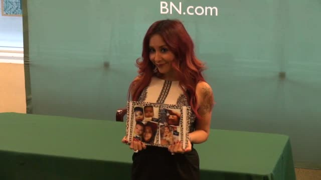 nicole elizabeth 'snooki' polizzi poses for photographers at barnes noble for her book 'baby bumps' in celebrity sightings in new york - barnes & noble stock videos & royalty-free footage