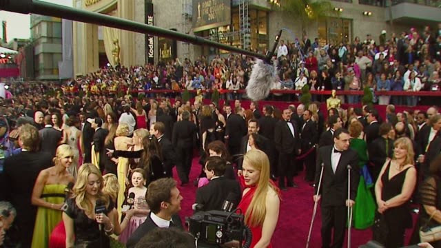vídeos de stock e filmes b-roll de nicole kidman at the 2007 academy awards arrivals at the kodak theatre in hollywood california on february 25 2007 - 2007