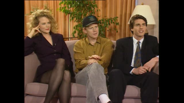 nicole kidman speaking about whether husband tom cruise goes out on the town while seated with him and director ron howard during promotional... - トム・クルーズ点の映像素材/bロール