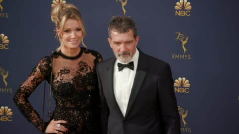 nicole kimpel and antonio banderas at the 70th emmy awards - arrivals at microsoft theater on september 17, 2018 in los angeles, california. - antonio banderas video stock e b–roll
