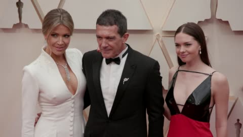 nicole kimpel, antonio banderas and stella banderas at the 92nd annual academy awards at dolby theatre on february 09, 2020 in hollywood, california. - antonio banderas video stock e b–roll