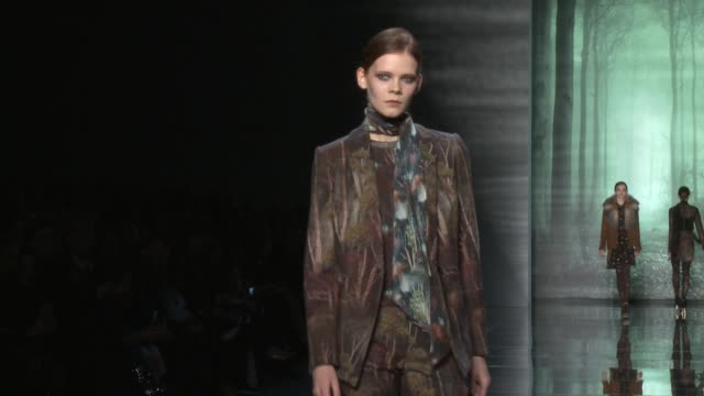 clean nicole miller fall 2015 mercedesbenz fashion week at the salon at lincoln center on february 13 2015 in new york city - event capsule stock videos & royalty-free footage