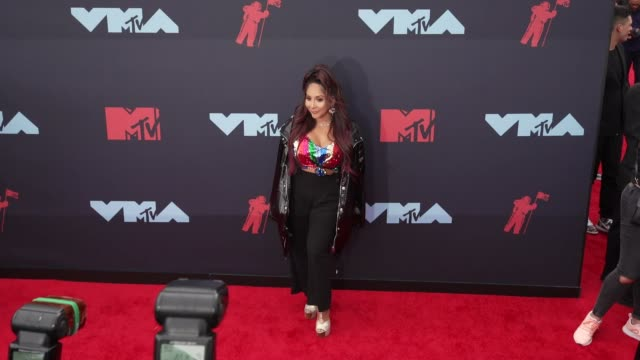 nicole polizzi at 2019 mtv video music awards at prudential center on august 26 2019 in newark new jersey - mtv1 stock videos & royalty-free footage
