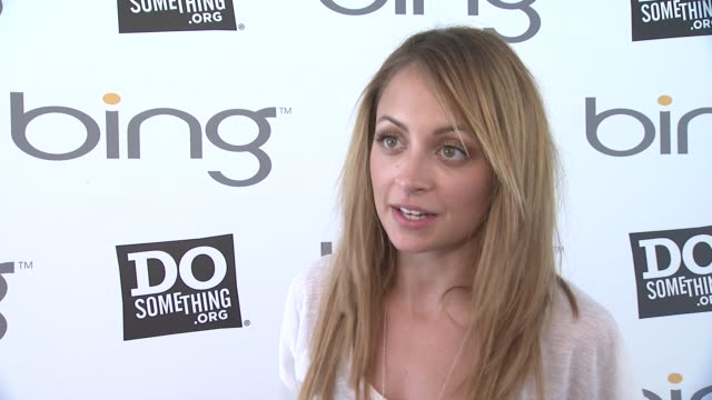 nicole richie explains that she is on hand to help restore the mural in the park and tile on pieces with other volunteers the bing summer of doing... - nicole richie stock videos & royalty-free footage