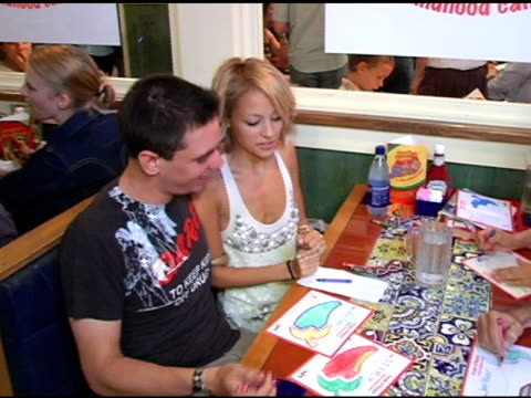 dj am nicole richie jeff probst and guest at the chili's create a pepper to benefit st jude children's research hospital at chili's restaurant in... - chili's grill & bar stock videos and b-roll footage