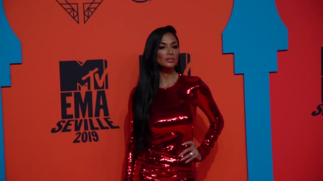 slomo nicole scherzinger at 26th mtv europe music awards on november 03 2019 in seville spain - mtv点の映像素材/bロール