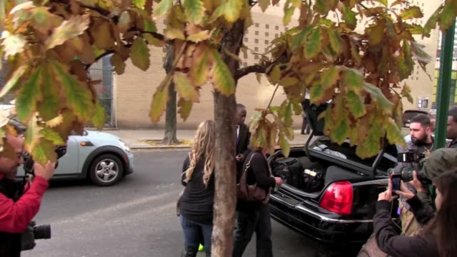 vídeos de stock e filmes b-roll de nicole 'snooki' polizzi at 'the wendy williams show' studio on november 14 2011 in new york new york - aparelhagem de áudio