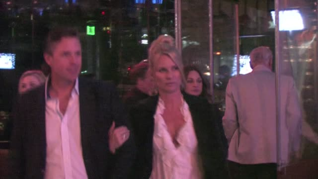 nicollette sheridan at boa in west hollywood - ニコレット シェリダン点の映像素材/bロール