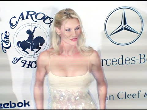 vídeos de stock e filmes b-roll de nicollette sheridan at the 16th annual carousel of hope gala presented by mercedesbenz arrivals at the beverly hilton in beverly hills california on... - nicollette sheridan