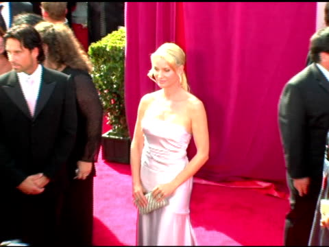 nicollette sheridan at the 2005 emmy awards at the shrine auditorium in los angeles, california on september 18, 2005. - ニコレット シェリダン点の映像素材/bロール