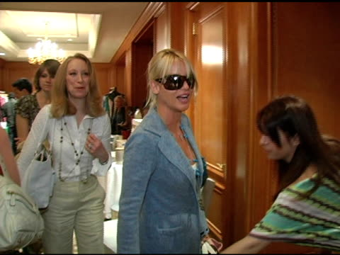 nicollette sheridan at the 2nd annual lucky/cargo club celebration of upfront week on may 18, 2005. - ニコレット シェリダン点の映像素材/bロール