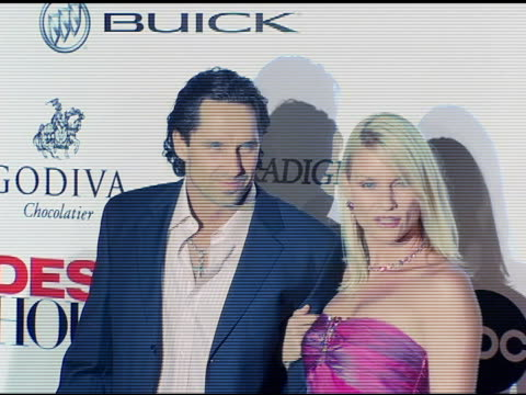 vídeos de stock e filmes b-roll de nicollette sheridan at the 'desperate housewives' series premiere party arrivals on october 3 2004 - nicollette sheridan
