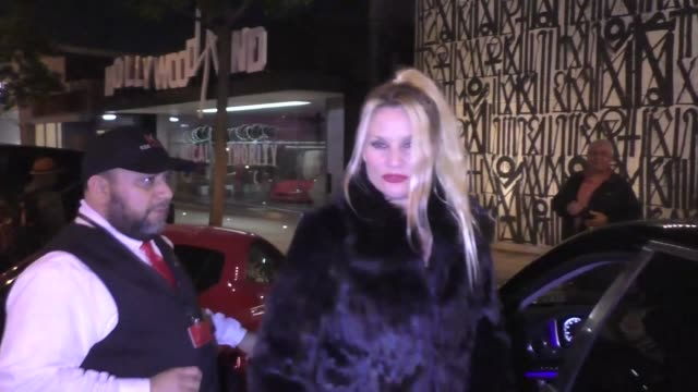 vídeos de stock e filmes b-roll de nicollette sheridan leaves a dinner date at craig's in west hollywood in celebrity sightings in los angeles - nicollette sheridan