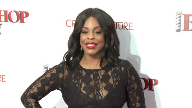 stockvideo's en b-roll-footage met niecy nash at barbershop the next cut los angeles premiere at tcl chinese theatre on april 06 2016 in hollywood california - tcl chinese theatre